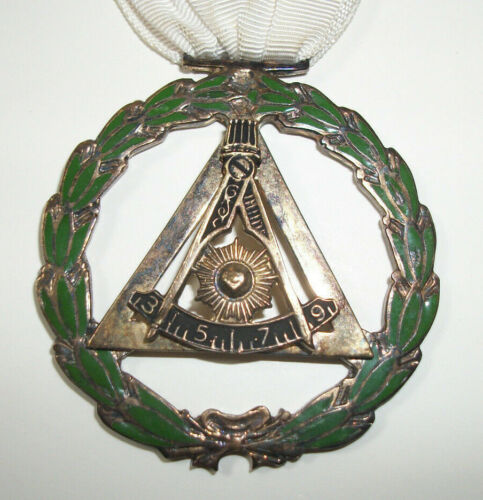 "Antique ""Past Master ???"" Masonic Freemason Compass / Sun Medal with Name"