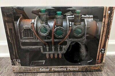 2019 Spirit Halloween Official Bethesda Fallout Plasma Pistol NEW IN BOX Cosplay