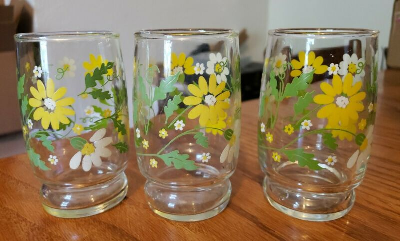 Set of 3 Vintage Yellow & White Daisy with Green Leaf Juice Glasses ~7 Oz.