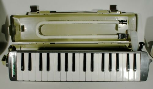 Suzuki Melodion A-34 Vintage Melodica Excellent Condition & Original Case 1970