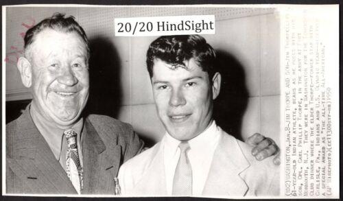 RARE 1950 PHOTO ~ CARLISLE INDIAN SCHOOL & OLYMPIC GOLD MEDAL HERO JIM THORPE