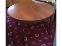 Lovely extendable wooden dining table DELIVERY AVAILABLE