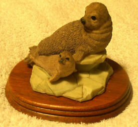ARCTIC WILDLIFE ORNAMENT - SEAL AND BABY