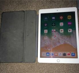 """iPad Pro 9.7"""" 128gb wifi with official apple keyboard Smart Cover"""