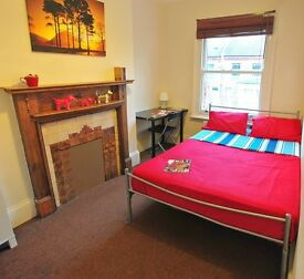 ** Lovely room AVAILABLE NOW in QUEENS PARK ** Open Viewing TODAY