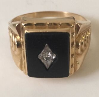 18c Gold and Diamond/ Onyx Ring. Croydon Park Port Adelaide Area Preview