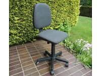 Small swivel chair, grey cloth - FREE