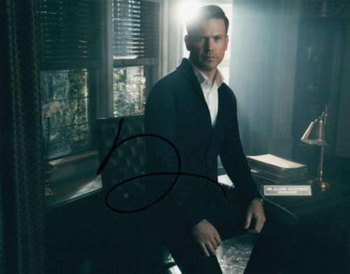 Matthew Davis signed Legacies 10x8 photo AFTAL & UACC [16138] + Signing Details