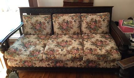 Lounge solid frame, with pattern. Queen Mary style.