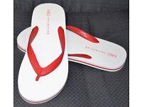 MENS M&S FLIP FLOPS / BEACH SANDLES - SIZE M 8 - 9 - WHITE / RED