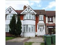 ★★★★Two Bed House very close to Harrow & Wealdstone Station ★★★★