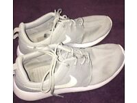 GREY SIZE 6 NIKE ROSHES FOR SALE!