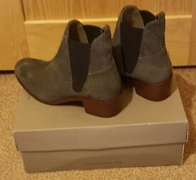 NEW H by Hudson Block Heeled Grey Reptile Suede Ankle Boots Size 4 (37)