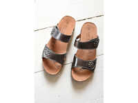 Josef Seibel -European comfort shoe - womens pewter leather sandals. Brand new.