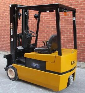 "YALE FORKLIFT ELECTRIC 3WHEELER WITH BATTERY AND CHARGER 3STAGE MAST WITH SIDE SHFT (LIFT 188"")"