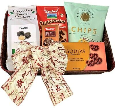 Sweet & Savory Christmas Gift Basket - Gourmet Food Basket Perfect for Family ()