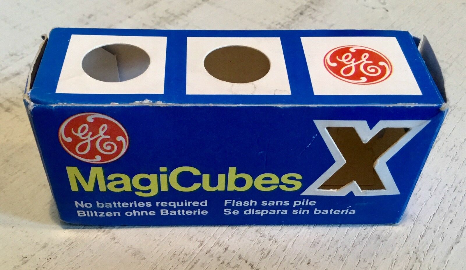 Vintage GENERAL ELECTRIC Magicubes X - 2 flash bulbs in original box = 8 flashes