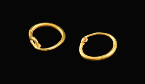 RARE ITEMS A Spectacular Pair of Ancient Roman Gold Earrings