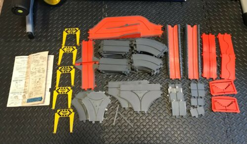 VINTAGE MOTORIFIC LOT OF 70 SLOT TRACK PIECES PARTS (DETROIT TORTURE TRACK)