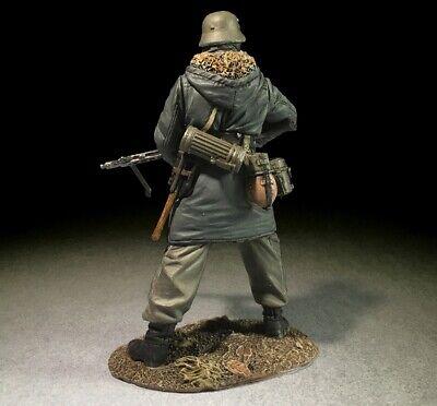 BRITAINS WORLD WAR 2 GERMAN 25069 WAFFEN GRENADIER IN KHARKOV PARKA WITH MG42 - $42.00