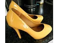 Lady shoes size 5