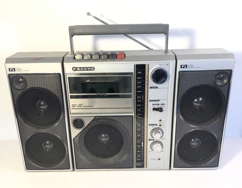 Vintage Sanyo M-9818 Boombox AM FM Cassette Player 2 Way 5 Speaker
