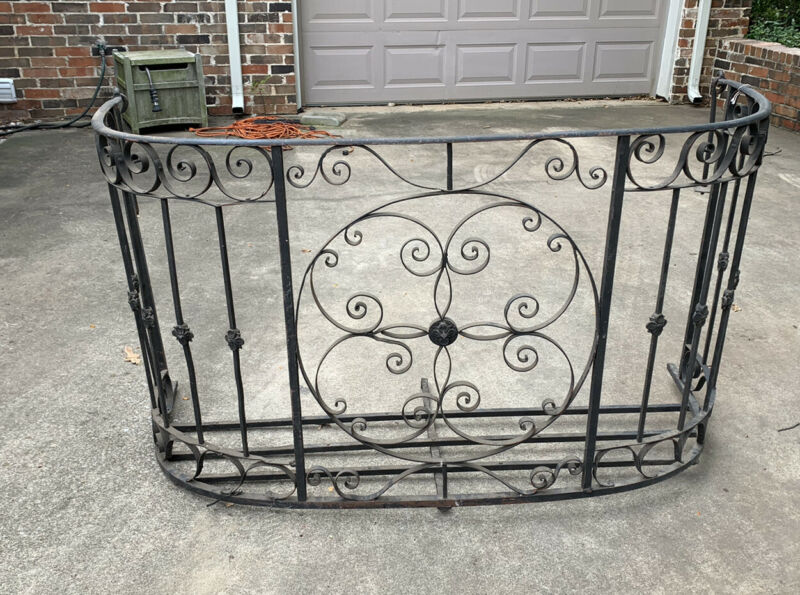 Antique French New Orleans Hand-forged Wrought Iron Balcony Bombe Art Nouveau