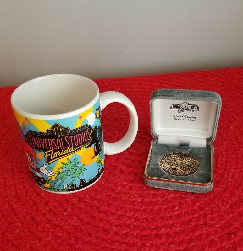 Universal Studios Florida 1988 Mug King Kong  Woody Jaws & Grand Opening Coin