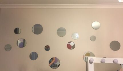 Mirrored wall Deco