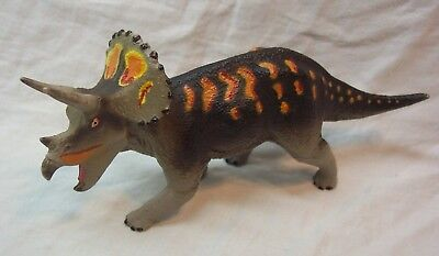 "Safari Ltd. 1999 TRICERATOPS DINOSAUR 7"" Plastic Toy Figure"