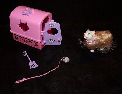 Mattel 2000 Barbie Marshmallow Kitten Carrier Accessories Kitty Cat Fun Toy