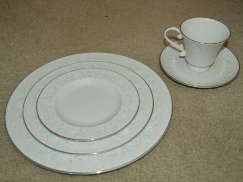 Lovely Pickard Serenity 50 Piece Set (10) 5 Pc Place Settings