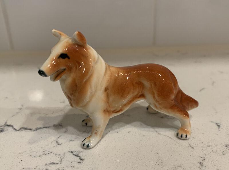 """VINTAGE 4"""" LONG GLAZED CERAMIC PORCELAIN COLLIE DOG FIGURINE WHITE BROWN"""