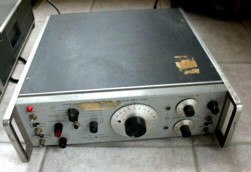 HP Hewlett Packard 215A  Pulse Generator 100HZ TO 1MHZ