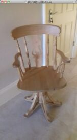Solid pine swivel Captain´s chair