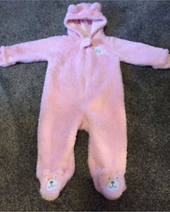 PERFECT FOR SPRING - 9 Months - Carters / Oshkosh Fleece Suit
