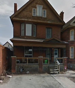 ST. CLAIR ABSOLUTELY BEAUTIFUL NEWLY RENOVATED 4 BEDROOM PLUS DE