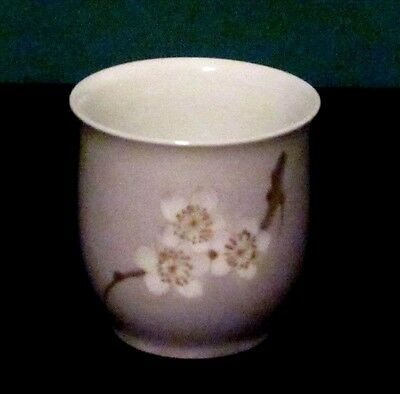 BING & GRONDAHL PORCELAIN FLORAL VASE CUP WHITE FLOWER DESIGN 601A RM COPENHAGEN