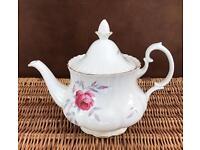 Richmond Teapot, fine bone China