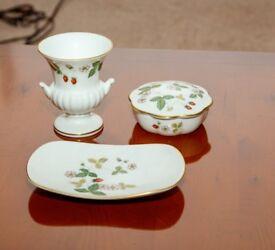 Wedgwood Wild Strawberry china