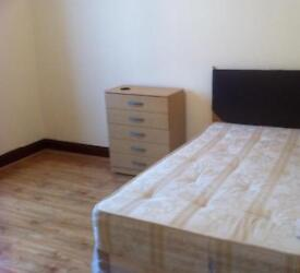 Call...07496926766 VERY LARGE CLEAN KING SIZE DOUBLE ROOM & VERY LARGE SINGLE ROOM TO LET N. ILFORD