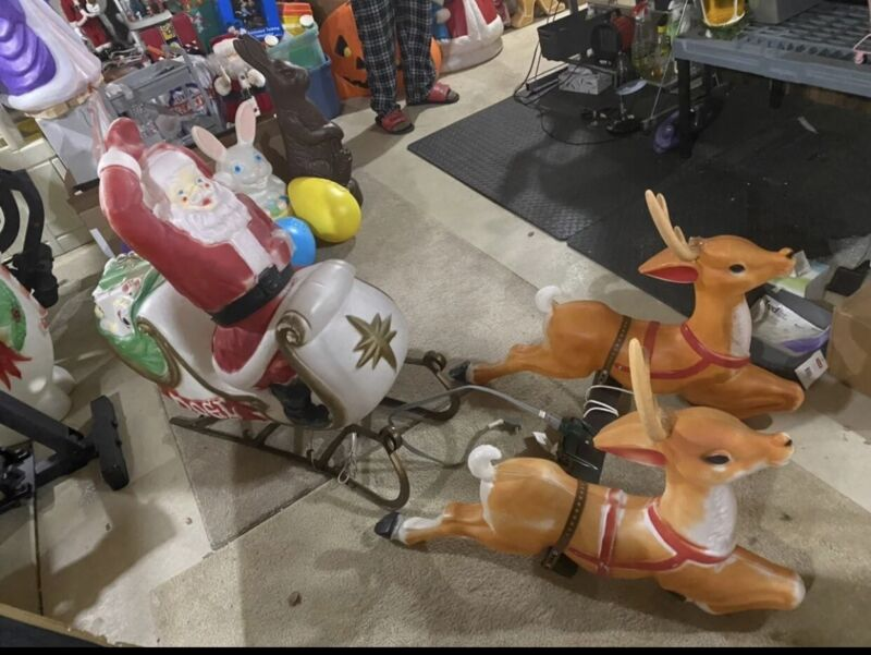 santa in sleigh w/2 reindeers blowmold