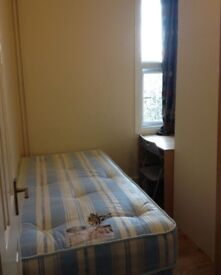 **SINGLE ROOM AVAILABLE ONLY 5MINS BY WAlK TO LEYTON TUBE STATION CENTRAL LINE**