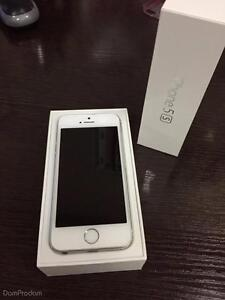 IPHONE 5S 16GB ROGERS OR FIDO SILVER.FLAWLESS 3 WEEKS OLD