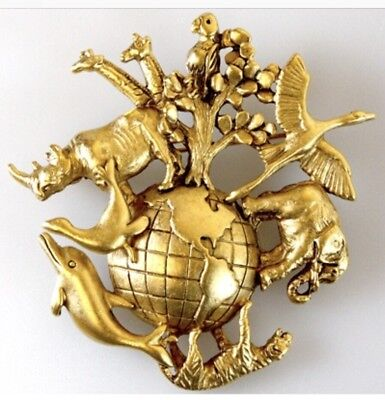 AJC VINTAGE ANIMALS AROUND THE WORLD BIRDS RHINOS ELEPHANT TIGER GIRAFFE BROOCH (Around The World Dress Up)