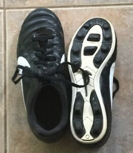 Black Nike Soccer Cleats Size 4US