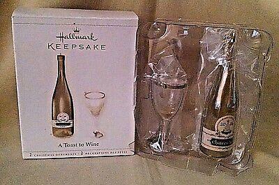 WINE ORNAMENT HALLMARK A TOAST TO WINE 2006 WHITE WINE BOTTLE GLASS (2006 White Wine)