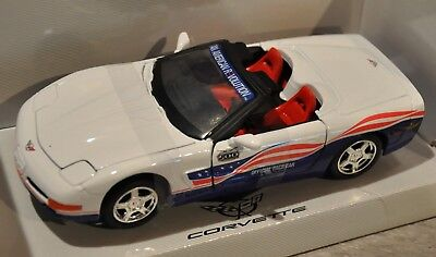 Greenlight Collectibles' 2004 Corvette Indy 500 Pace Car - 1:24 - Red/White/Blue