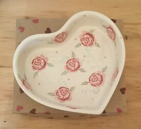 Emma Bridgewater Rose and Bee Heart Shaped Baker pottery dish