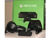 XBOX ONE + 2 Wireless Gamepads + XBOX Media Remote + XBOX Stereo Headset